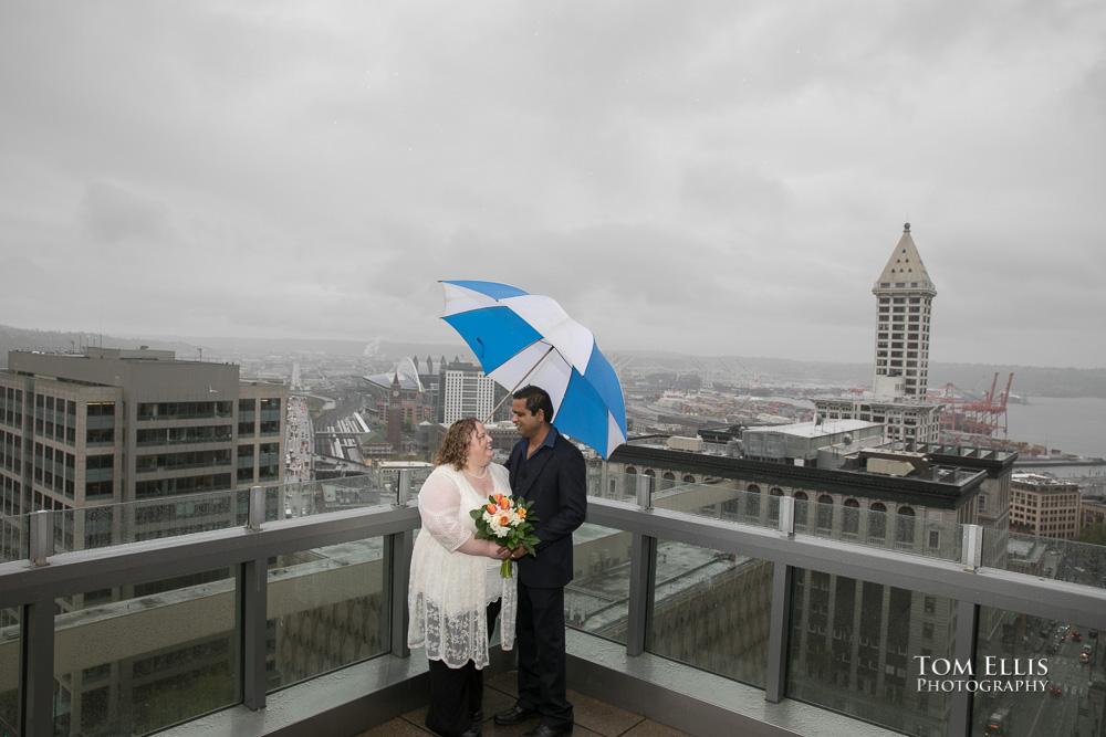 Sneak Peek Wet Seattle Courthouse Elopement Wedding |